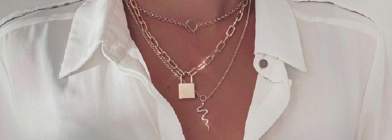 Necklaces of the new AMATA BIJOUX collection in gold plated