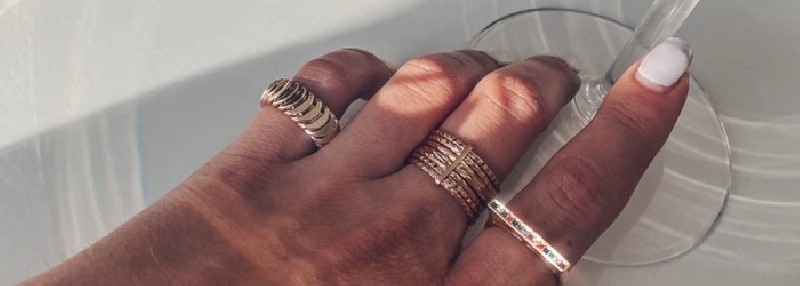 Rings of the permanent AMATA BIJOUX collection in gold plated.