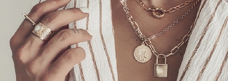 Necklaces in gold plated from the permanent AMATA BIJOUX collection